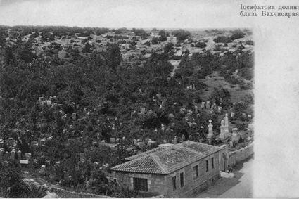 Balta Tiymez qaray mezarlığı.